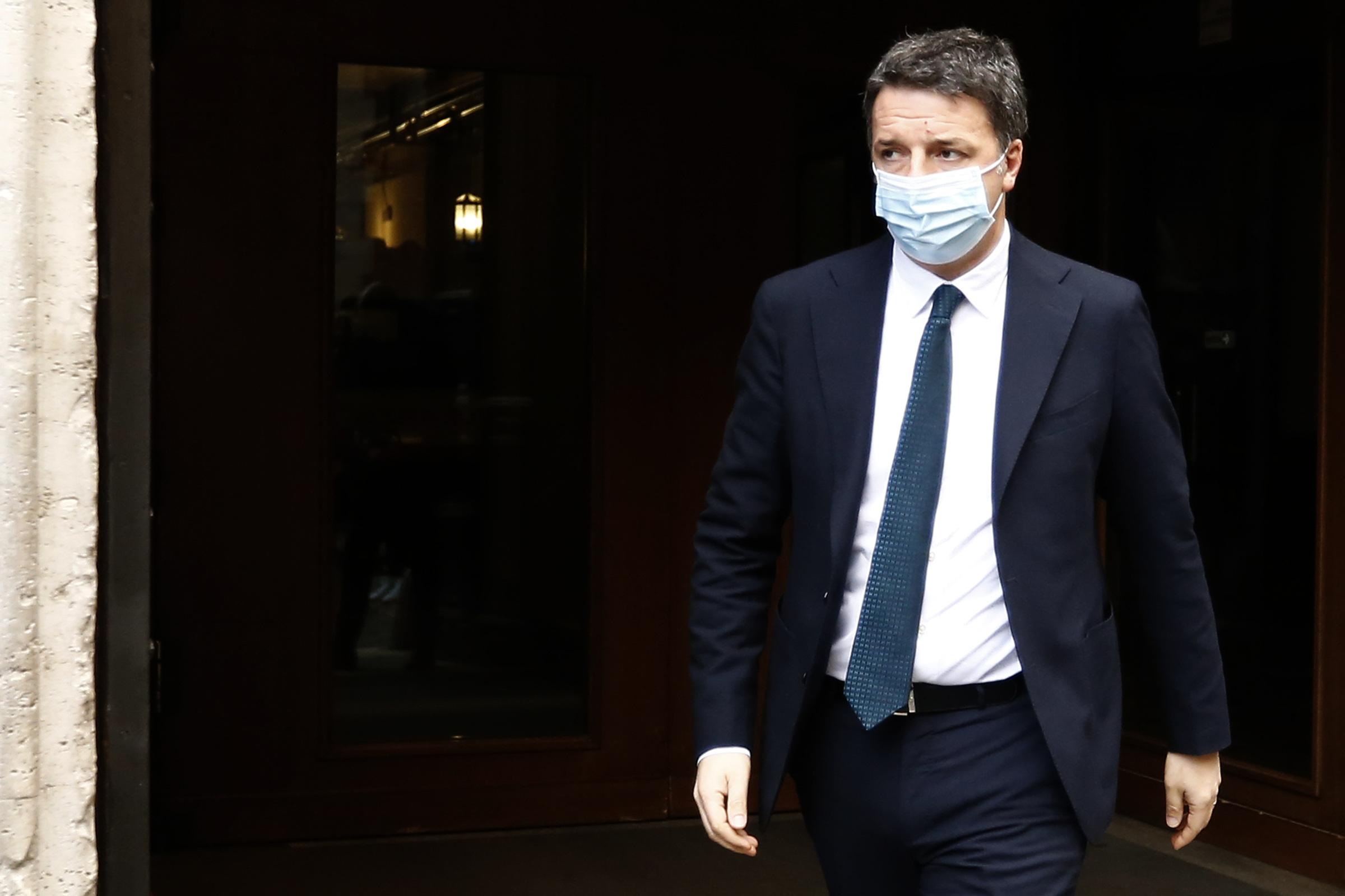 Matteo Renzi in Via della Missione davanti Palazzo Montecitorio
