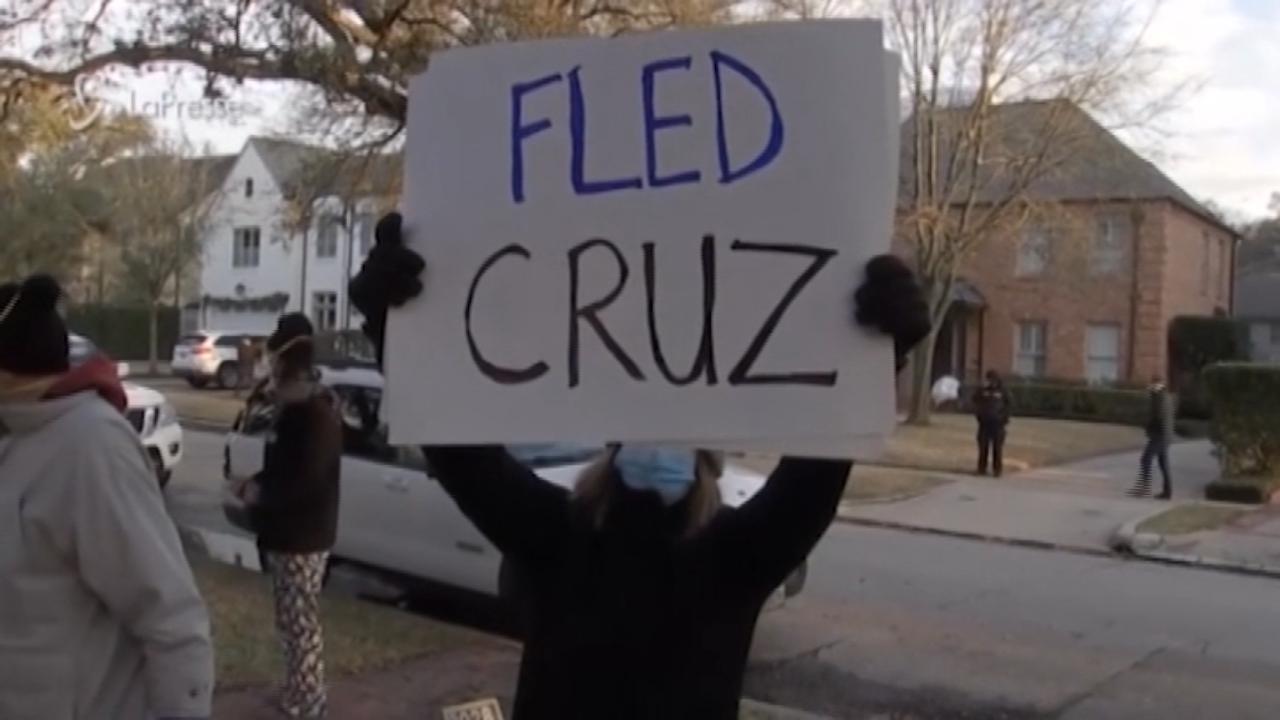 Proteste davanti a casa del senatore Cruz
