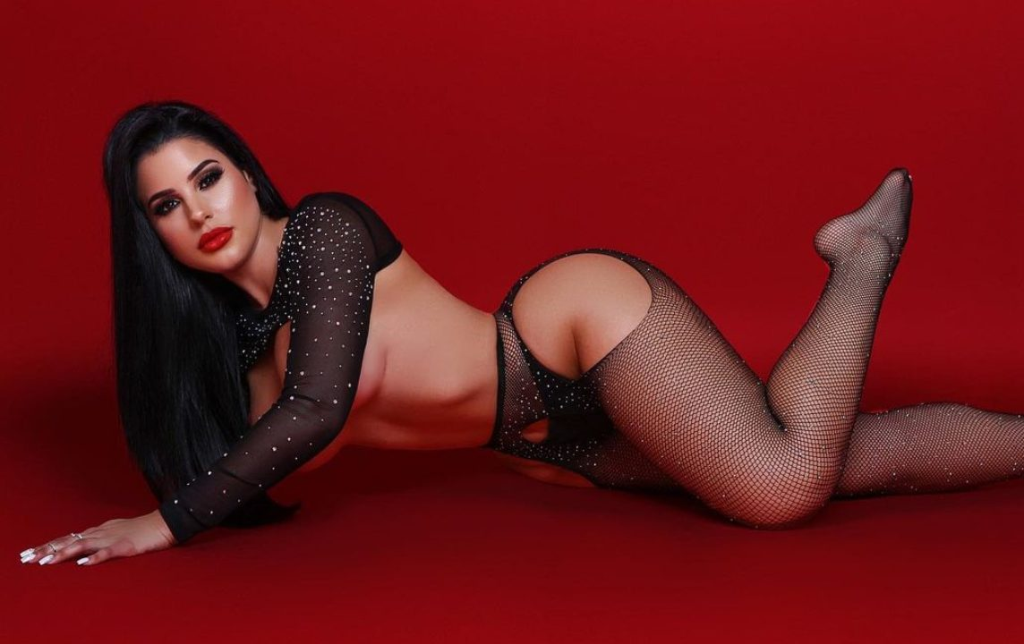 La cantante modella Stephanie Acevedo (fonte Instagram)