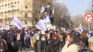 Manifestazione a sostegno del gruppo anti-migranti a Parigi