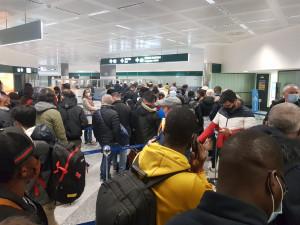 Milano: all'aeroporto di Malpensa code e assembramenti