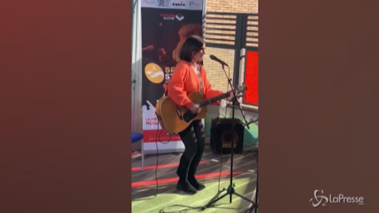 Paola Turci in concerto al Gemelli. Giornata dei camici bianchi