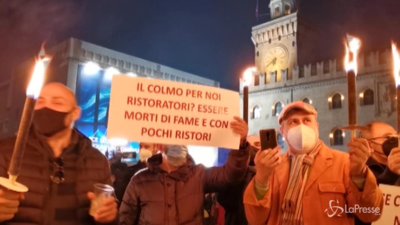 Protesta dei ristoratori contro le restrizioni a Bologna