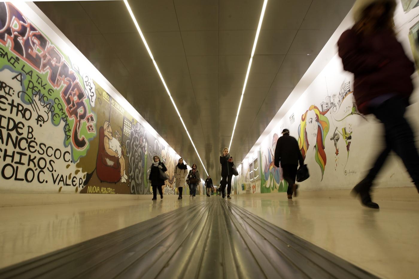 Coronavirus, misure straordinarie di pulizia alla Stazione dei treni Milano Porta Garibaldi