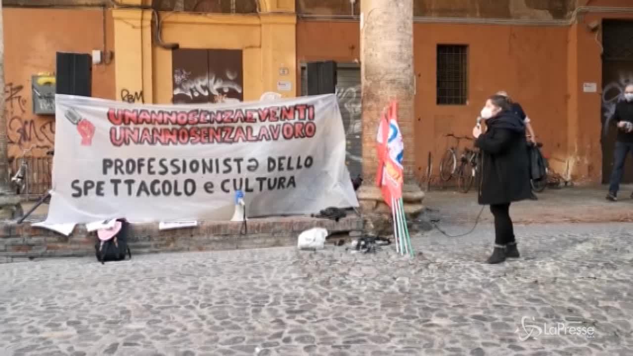 Lavoratori dello spettacolo in presidio a Bologna