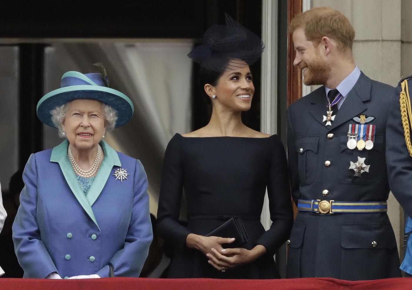 Harry e Meghan salutano la royal family