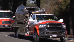 Il suv di Tiger Woods distrutto dopo l'incidente a Los Angeles