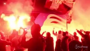 Assembramento di tifosi davanti allo stadio per Atalanta-Real
