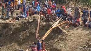Crollo in una miniera d'oro in Indonesia