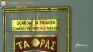 Taranto, truffa e fatture false