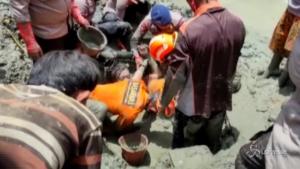 Crollo della miniera d'oro illegale in Indonesia