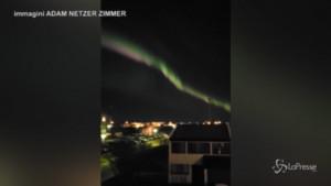 Aurora boreale in Islanda, il cielo di Reykjavík si illumina di verde