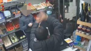 Aggressione titolare di un minimarket a Bologna