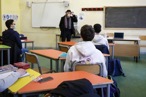 Scuola, da lunedì 1° marzo più di un alunno su tre in dad