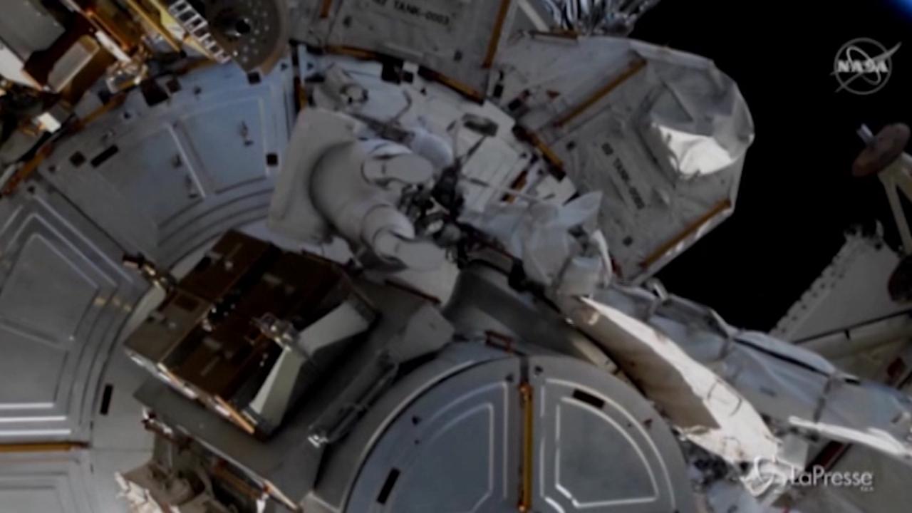 Passeggiata nello spazio per gli astronauti della Stazione spaziale internazionale