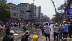 Lacrimogeni sui manifestanti