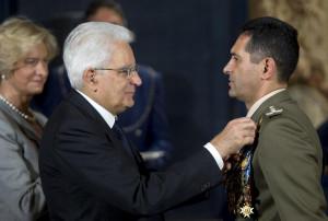 Mattarella alla cerimonia di consegna delle insegne dell'Ordine Miilitare d'Italia