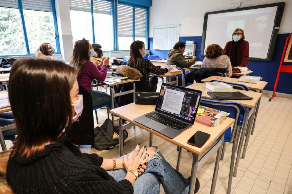 Primo giorno di rientro in classe degli studenti superiori in Toscana