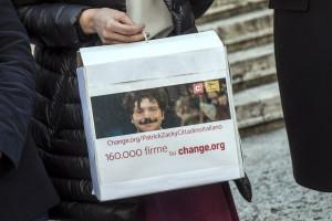 Attivisti consegnano le firme ai deputati Lia Quartapelle, Filippo Sensi e Riccardo Magi
