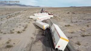 Treno merci deragliato in California
