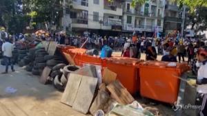 Proteste in piazza dopo la morte di 38 manifestanti