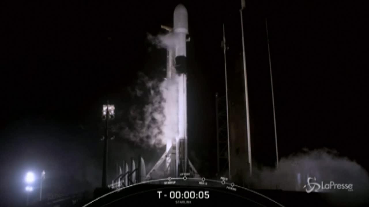 Space X, il lancio di 60 satelliti Starlink in orbita
