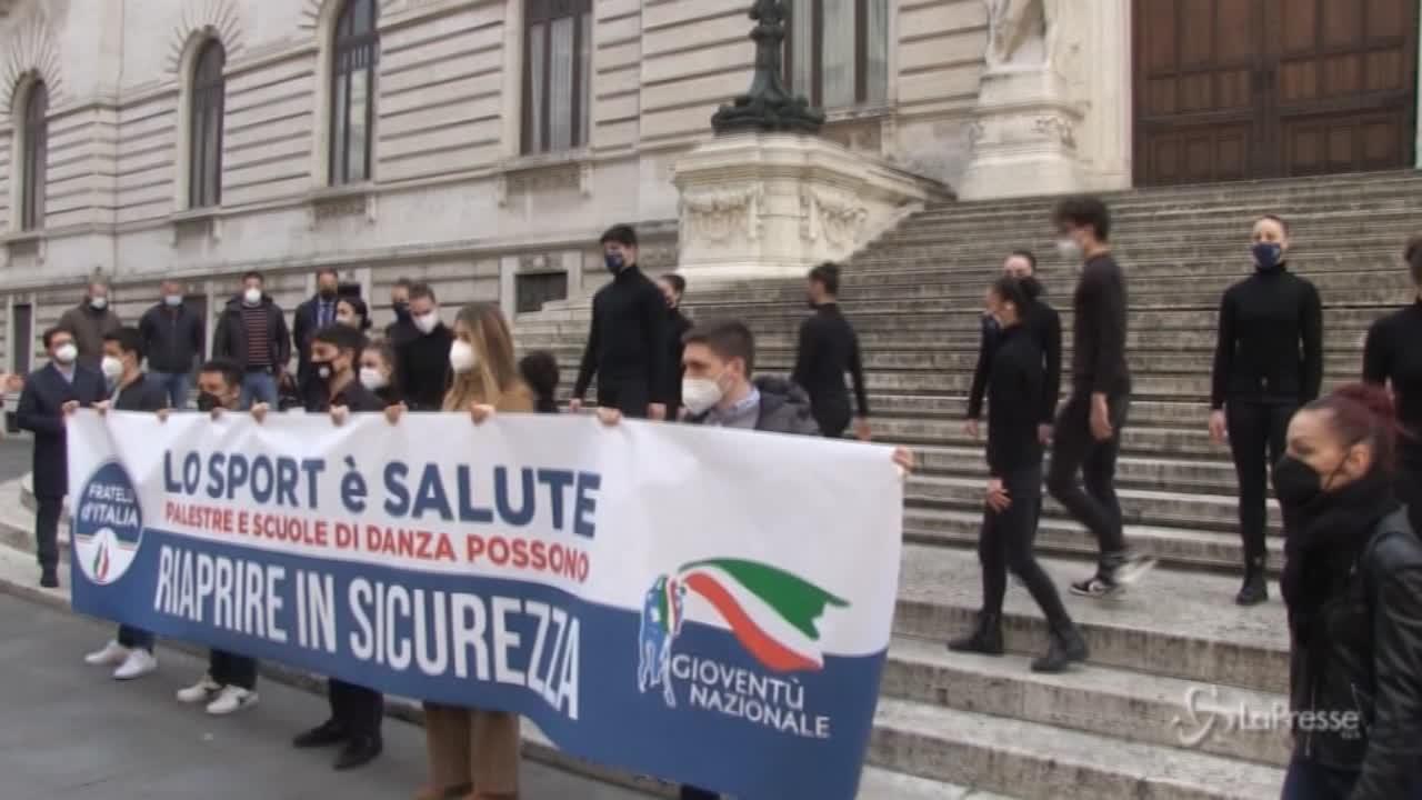 Flash mob delle scuole di danza davanti a Montecitorio