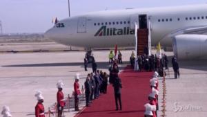 il Papa si imbarca sul volo per tornare a Roma