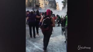 Cariche e granate contro la marcia delle donne in Messico