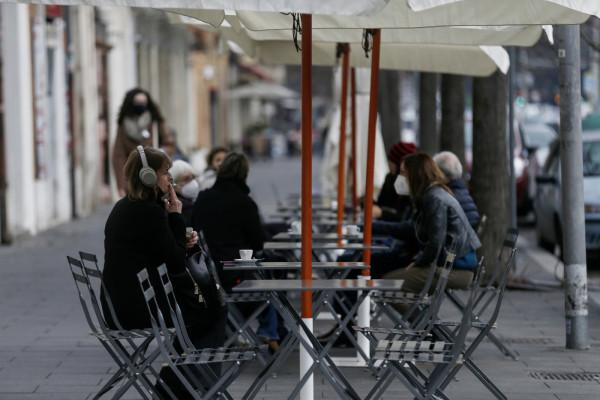 Tavolini dei bar a Viale Aventino