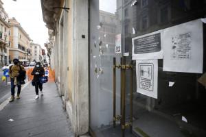 Emergenza coronavirus Roma, negozi chiusi in centro