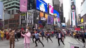 New York: spettacolo a Times Square degli artisti di Broadway