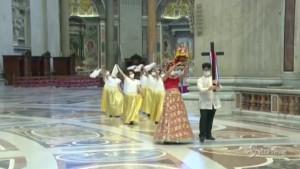 Papa Francesco celebra la comunità filippina