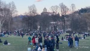 Folla al parco del Valentino