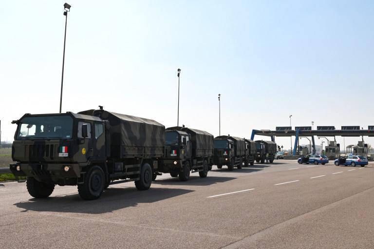 l'arrivo del convoglio al casello autostradale di Ferrara Sud