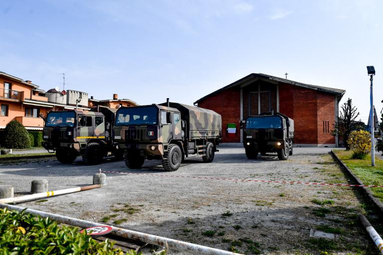 Nuovo trasporto di feretri dalla chiesa di Seriate