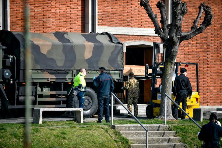 bare dei morti di Covid sui camion dell'Esercito - LE IMMAGINI