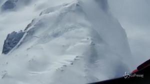 Scialpinista travolto da valanga