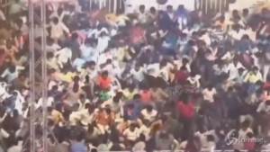 Crollo tribuna durante match di Kabaddi