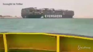 nave da carico si arena nel canale di Suez