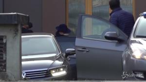 Berlusconi esce dall'ospedale San Raffaele | VIDEO