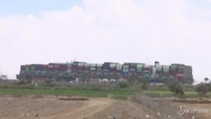 Cargo bloccato nel Canale di Suez