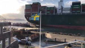 Ever Given scontro con un traghetto ad Amburgo