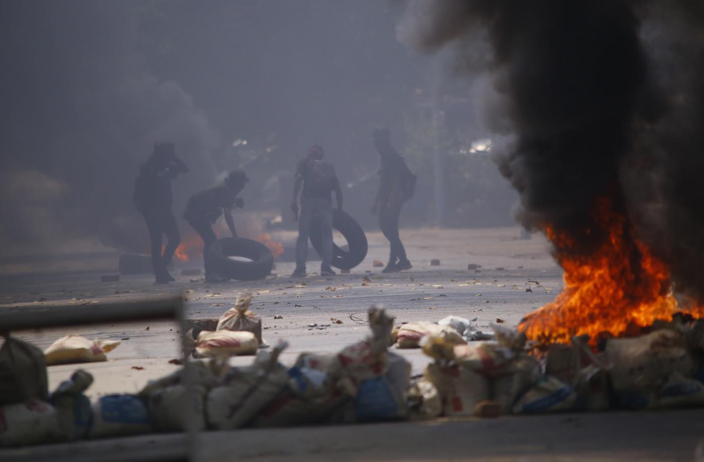 Myanmar, guerriglia urbana per le strade di Yangon