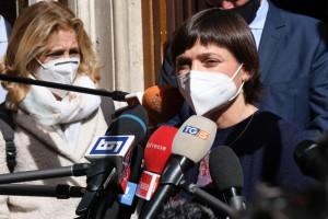 Pd, Serracchiani resta in pole. Letta vede Tajani e stuzzica Salvini: Lo vedrei bene in Ppe