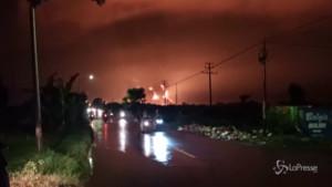 incendio in una raffineria