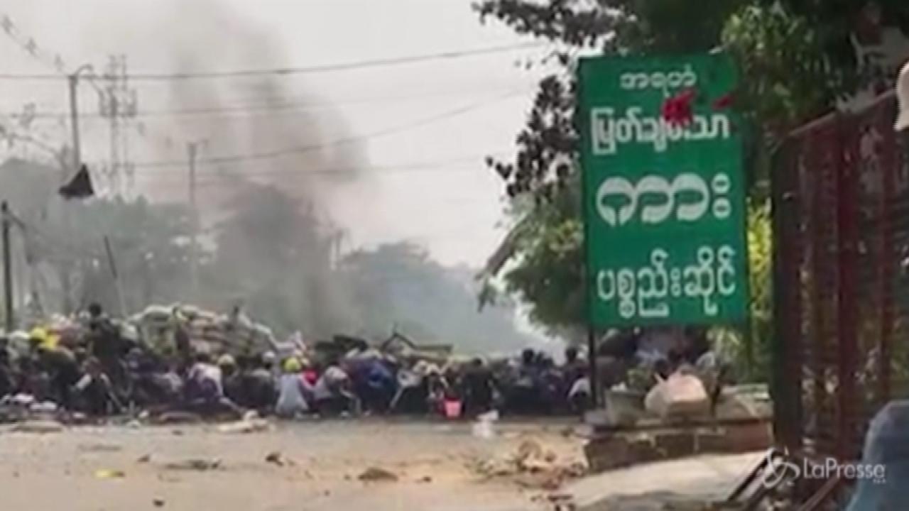 esplosione colpisce una barricata