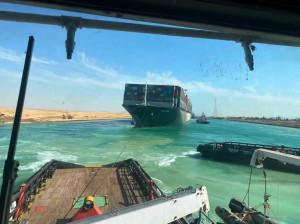 La nave Ever Given disincagliata: riprende la navigazione nel Canale di Suez