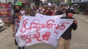 Yangon si torna a manifestare contro il regime