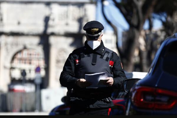 posto di blocco dei Carabinieri al Colosseo